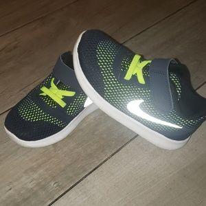 Little boys Nike Free shoes sz 10